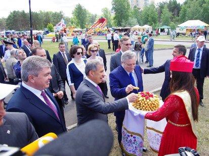 Сабантуй в Челнах: Р. Минниханов посетил праздник с делегациями Турции и Абхазии