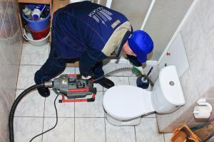 Жители Казани продолжают засорять канализационные сети бытовым мусором