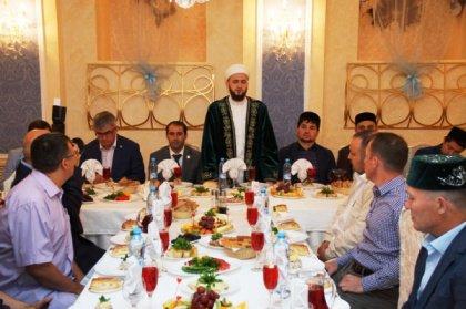 Муфтий Татарстана пообщался с представителями СМИ в неформальной обстановке