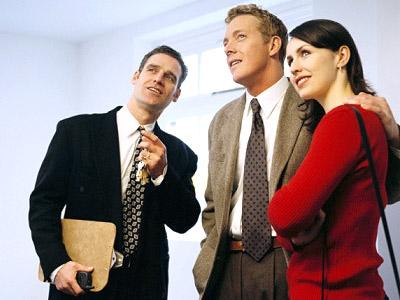 Риелтор при покупке недвижимости: выгодно или нет?