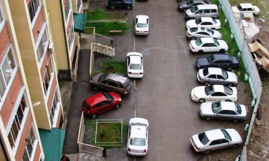 Ситуация с парковками во дворах Казани становится критической