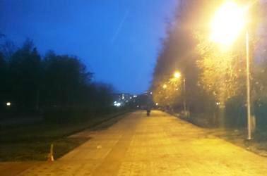Фонарные столбы в парке Победы Набережных Челнов грозятся упасть от легкого дуновения ветра