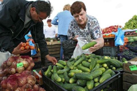 В Татарстане за прошлую неделю помидоры подорожали на  22,2%, огурцы - на 31,5%