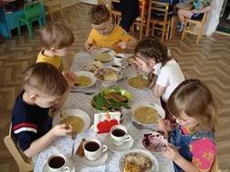 Питание в детсадах и школах обсудили в мэрии Казани
