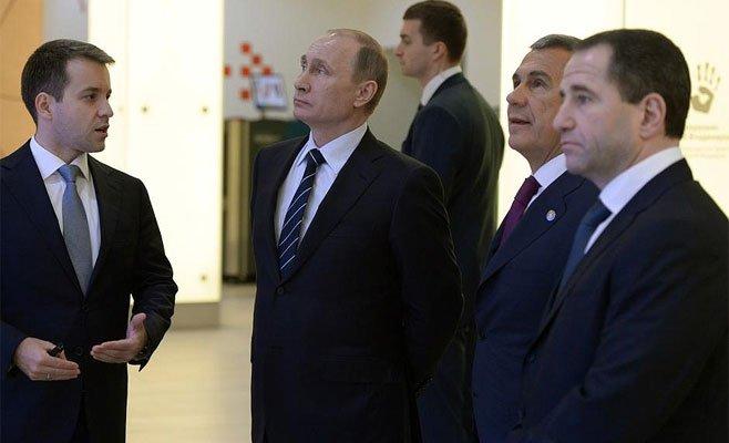 Российский президент осмотрел детский технопарк «Кванториум»