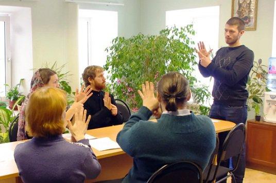 В Казани всех желающих будут обучать языку жестов