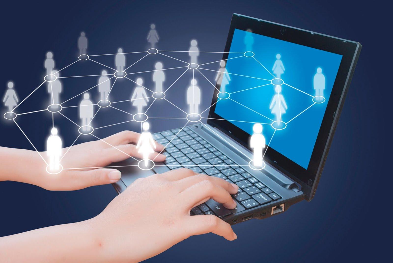 internet helps teenagers communicate