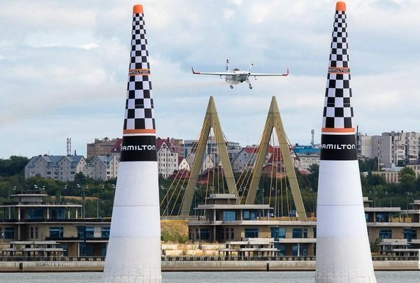 Чех М. Шонка выиграл казанский этап гонки Red Bull Air Race