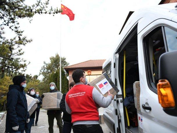 Китайский Гуанчжоу передал волонтерам Казани 50 тыс. масок