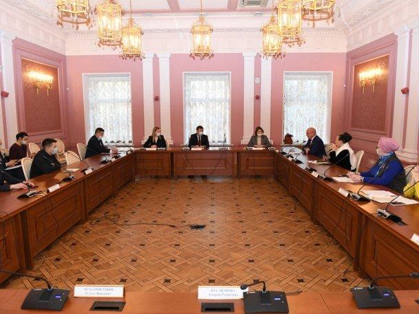 В Ратуше прошел круглый стол в рамках подготовки к Году родных языков и народного единства
