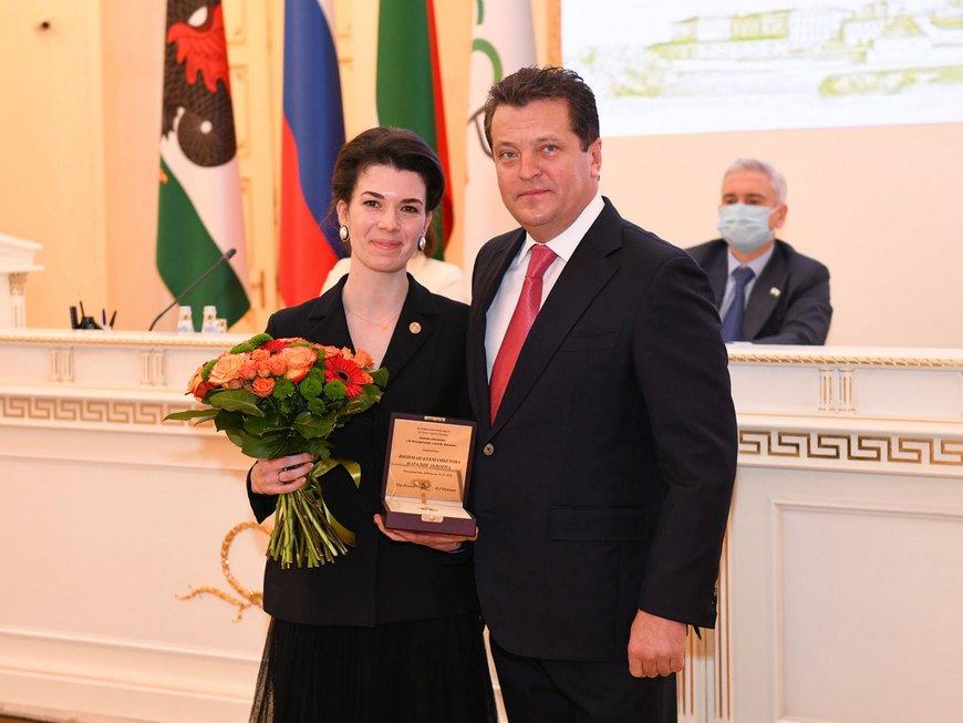 Метшин вручил награды на III сессии Казгордумы