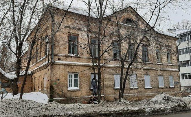 В Казани волонтеры начали консервацию дома общества «Мазут»