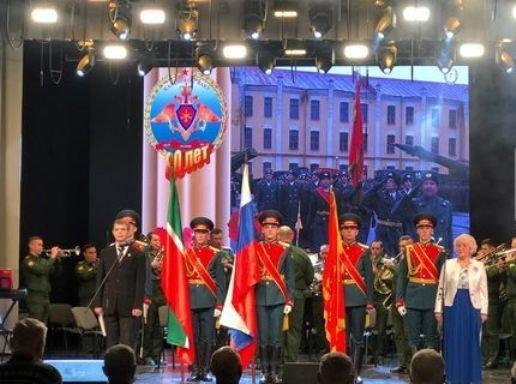 В Казани отметили 80-летие артиллерийского училища