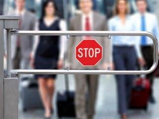 Ограничение в выезде: за что могут не выпустить из страны, как проверить