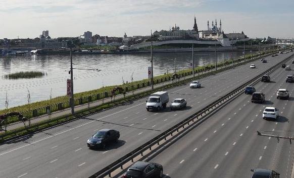 На дорогах Казани установят 300 дорожных знаков и 1100 опор освещения