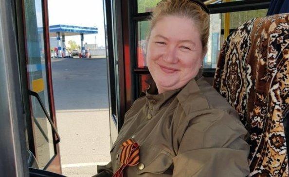 В Казани водители и кондукторы автобусов вышли на маршруты в военной форме