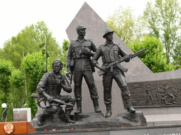 В казанском парке Победы открыли памятник воинам-интернационалистам