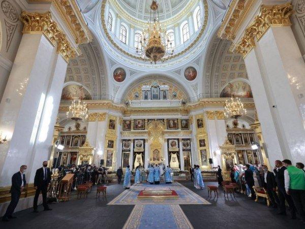 Патриарх Кирилл освятил воссозданный собор Казанской иконы Божией Матери