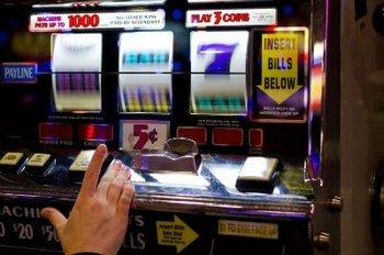 Выгодные условия игры в слоты от казино Фараон